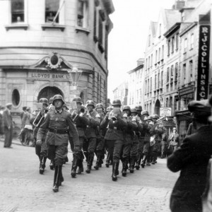 Soldiers in High St.